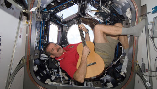 Astronaut and rocker to premiere space-Earth duet      Astronaut Chris Hadfield will collaborate with musician Ed Robertson of Barenaked Ladies to release the first duet to premiere from space and Earth simultaneously.