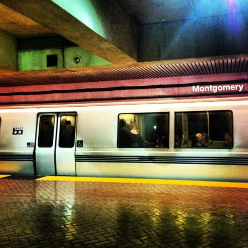East Bay Bound #bart #cierawestphotos #sf #california #publictransit #nightlife #escape #whereishome  (at Montgomery St. BART Station)