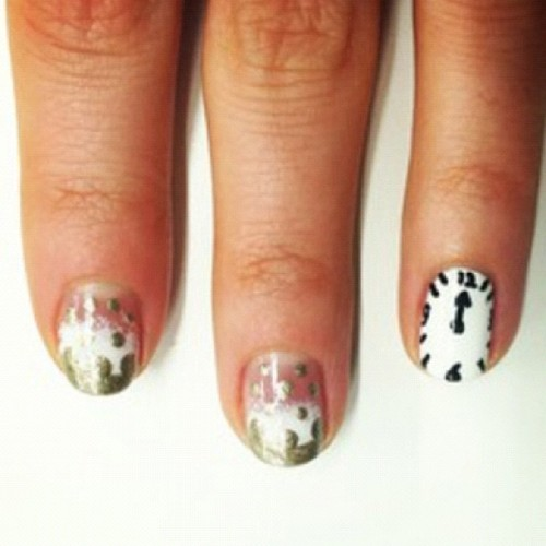Stumped over your nail look for NYE? Try out my bubbly-inspired nail art, plus two other designs to DIY on your friends! Find them on @MarieClaire http://www.marieclaire.com/hair-beauty/how-to/champagne-nail-art-1#slide-13