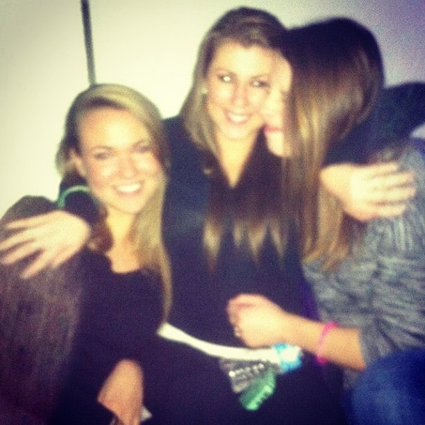 Blurry and drunk but I MISS MY BEST FRIENDS 😭😓💔 @missydamp @marissavarroso #tbt #comebacktome