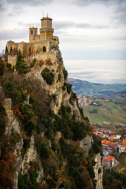 visitheworld:  Guaita fortress on Monte Titano, San Marino (by Andrey).