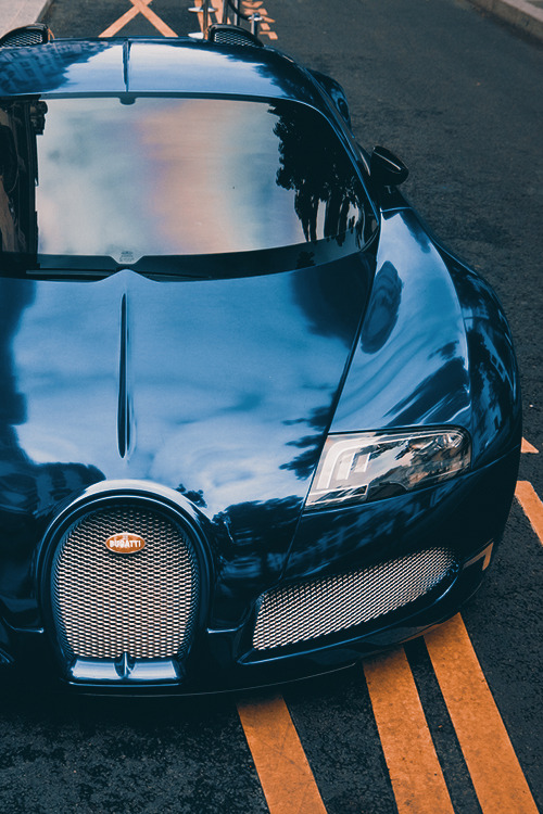 johnny-escobar:  Blue Chrome Veyron