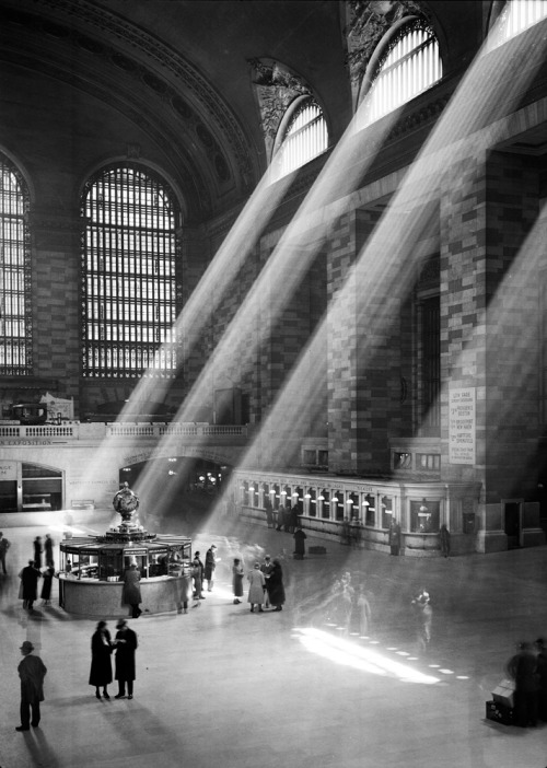 lostsplendor:  Grand Central Station: Manhattan, 1940s via The Museum of New York City