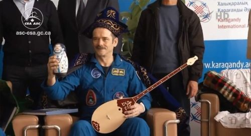 letsdolaunch:  Chris Hadfield was recently crowned King of Space in Kazakhstan. God save the king!