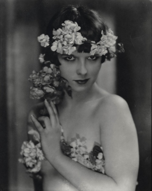 liquidnight:  Nickolas Muray Louise Brooks, circa 1922 Gelatin silver print [From the George Eastman House collection]