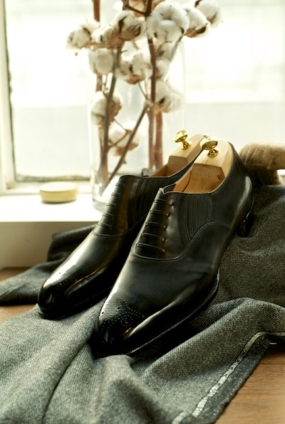 ethandesu:  The Lazy Oxford with Toe Medallion Spigola by Koji Suzuki