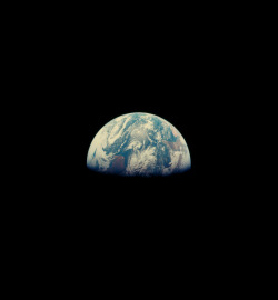 infinity-imagined:  Earth photographed from Apollo 8.
