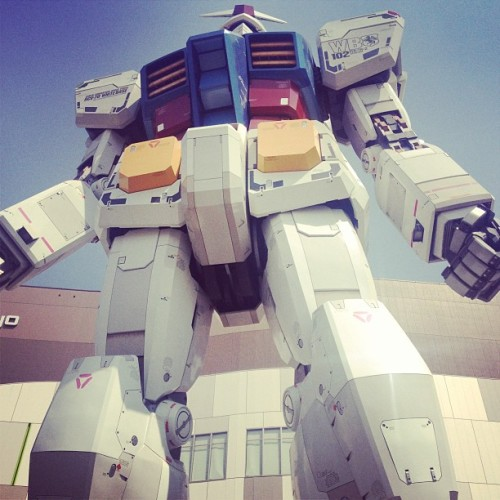 rustycrayons:  one of my favourite pictures from #japan 😌#gundam #art #wow