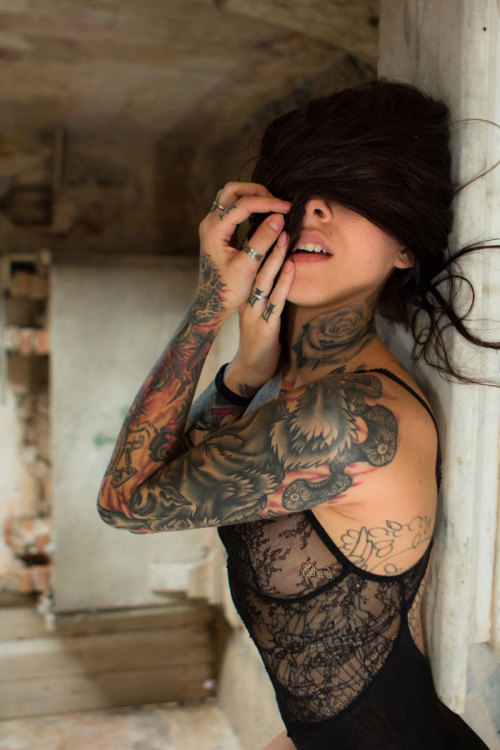 capekalaska:  Gogo Blackwater.  tattooooooos