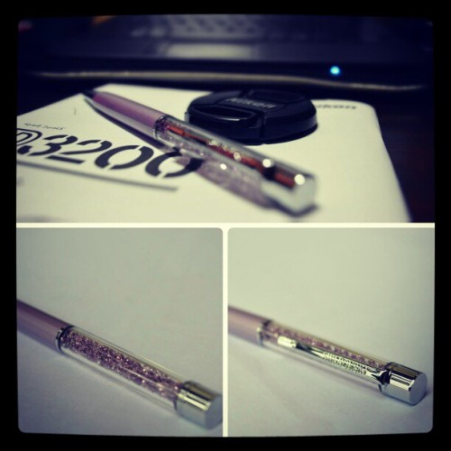 My *LOVES:* my new #Swarovski pen and new cam ;)