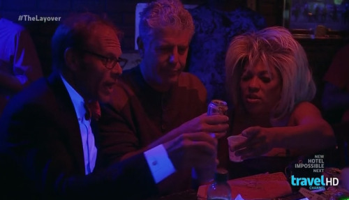 selfloafing:  Alton Brown and Anthony Bourdain go to a strip club.   Perfection.