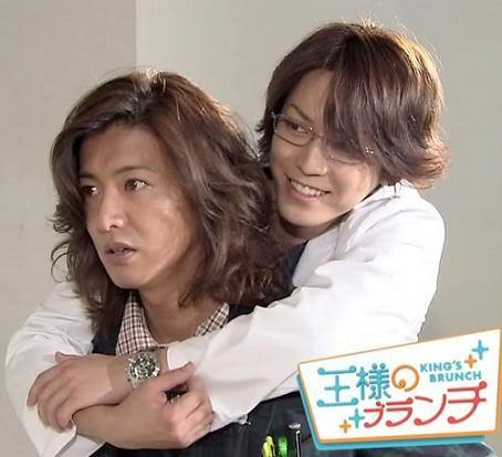 "makezugiraiotoko:  An old episode about how Captain inspired Kame which just made news a few days ago on the occasion of Kame having a new movie. http://zasshi.news.yahoo.co.jp/article?a=20130514-00000005-pseven-ent (My Japanese is still at beginner's level, so apologize for any mistranslation)KAT-TUN CD debut was in 2006. In the previous year 2005, Kamenashi together with his member at the time, Akanishi Jin, acted in drama Gokusen (on NTV), and achieved a big break. ""However, although back then he just began to walk on the path of being a Top Idol, he had a lot of anxiety and was at a loss about standing in a position of himself changing hectically."" (music people concerned) Then one night, suddenly there was an incoming call from Kimura Takuya. ""Just call me if sth. is troubling you"" It was only that line. Their relationship had not yet been close to the extent of consulting (about his trouble). However, even that Kimura cared about him. Kamenashi's chest became burning and he was encouraged. Then in 2006, 5 years after forming the group, he had the longed for CD debut. The offer for him as an actor also came one after another. Before he knew it, he became a person who thinks ""It's natural for people/staffs around me to care about/take care of me."" Probably Kamenashi at that time became a braggart a little bit. *like he thinks he's a big shot* Then a chance to co-star with Kimura in a drama ""MR.BRAIN"" (on TBS) in 2009 changed him to a large extent. ""When the co-starring was decided, the one who sent an e-mail first was Kimura-san saying 『Because (the contact) doesn't come from your side, then yoroshiku *thank you in advance* from me.』. Looking from Kamenashi's side, with his thoughtfulness he couldn't bring himself to send a mail to the person he admired. Therefore, receiving a mail from Kimura-san's side, his tension became loose. He realized that he must learn from such a person like Kimura-san, as a Johnny's Jimusho senpai and a leading actor of the drama, who's always concerned about other people."" (Entertainment people concerned) Since then, at any location Kamenashi never failed to show consideration towards staffs. His appreciation of professionalism also became higher."