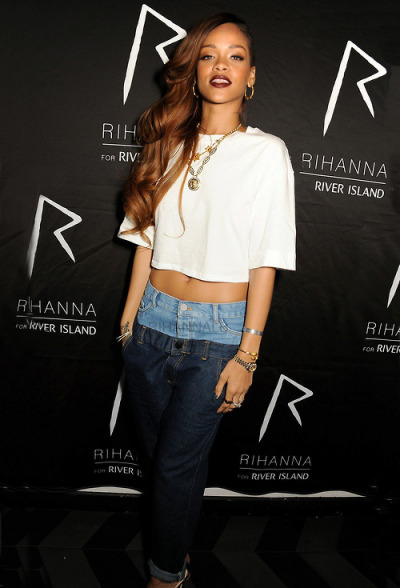 fan-rihanna:  Photo http://bit.ly/XLuC75