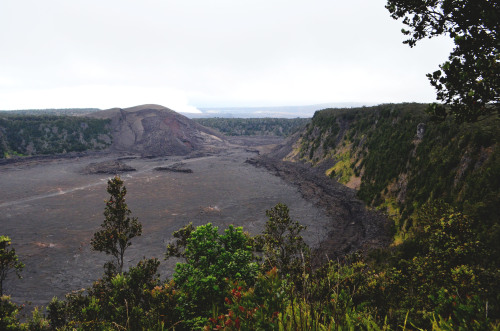 circuitdesign:  A better picture of Kiluea Iki.  Kilauea Iki is a pit crater adjacent to the main Kilauea caldera.