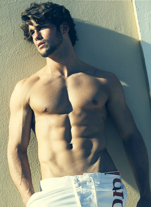 sexymenabs:  Hardbody Hunks with amazing six packs! Updated Daily!