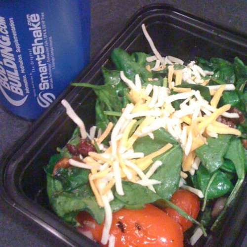 Post-workout snack #spinachsalad #wheyprotein #smartshaker #eatclean #staylean #healthyeats