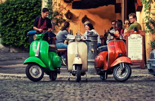 curatedstyle:  Trastevere neighborhood in Rome. Photo via David Juan
