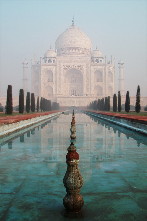 westeastsouthnorth:  Taj Mahal, India