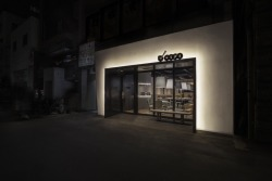 Nendo designed this new sushi shop in Tokyo. More: http://www.spoon-tamago.com/2015/04/27/tsumamigui-a-new-sushi-shop-in-tokyo-wants-to-fill-the-gap-between-high-and-low-end/