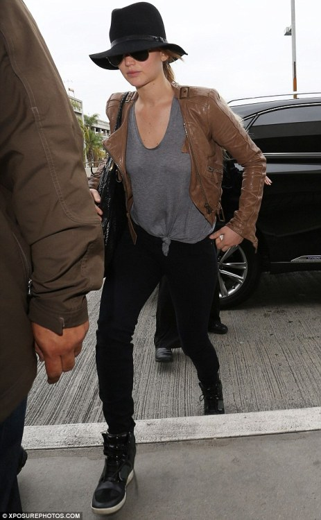 elizabethswardrobe:  Jennifer Lawrence at LAX.
