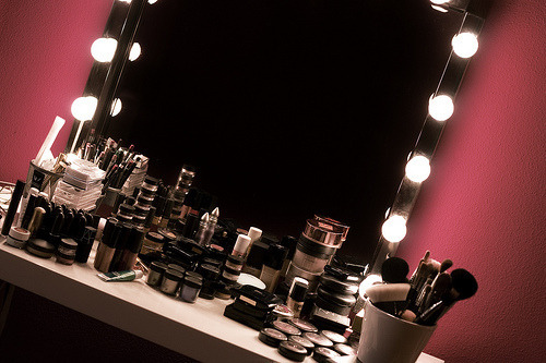 queennofrockabxlla:  make up vanity | Tumblr on We Heart It - http://weheartit.com/entry/57789546/via/rockabxlla