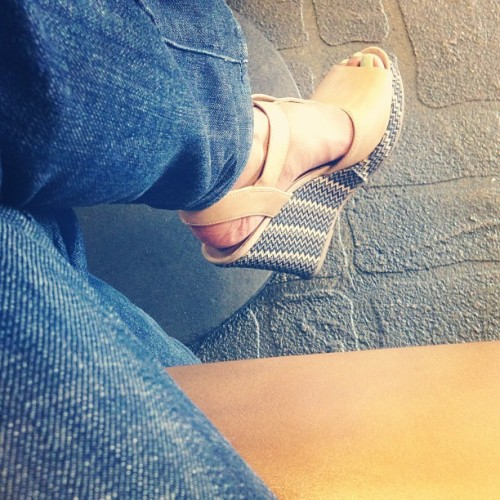 Summer wedge sandals in cappuccino & chevron love…super comfy for my Monday.