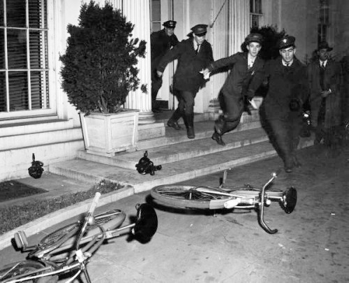 collectivehistory:  Bike messengers leave the White House after the attack on Pearl Harbor. December 7, 1941 (via Imgur)