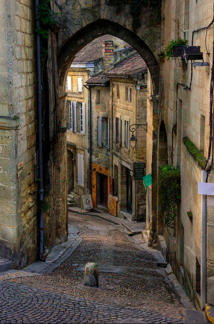 breadandolives:  St. Emilion, France |Source|