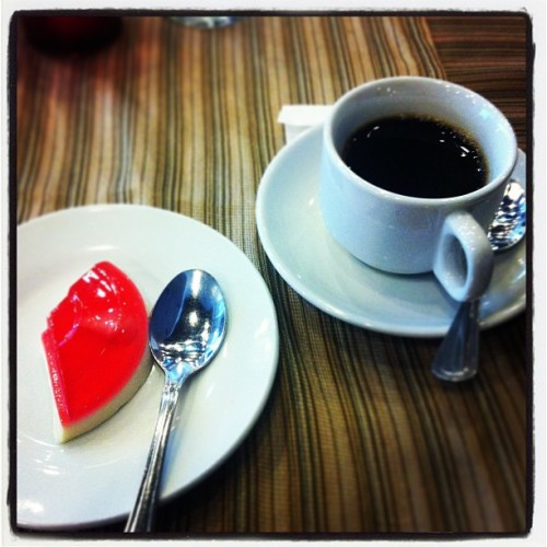 Dezaato and Kohii :) #dessert #coffee #foodie #instagram #igersmanila  (at RCBC Plaza - Hexagon Lounge)