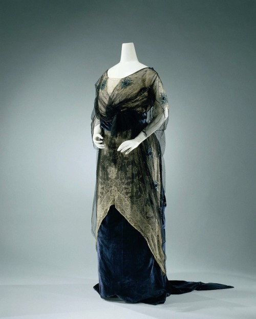 fripperiesandfobs:  Evening dress ca. 1912 From the Rijks Museum