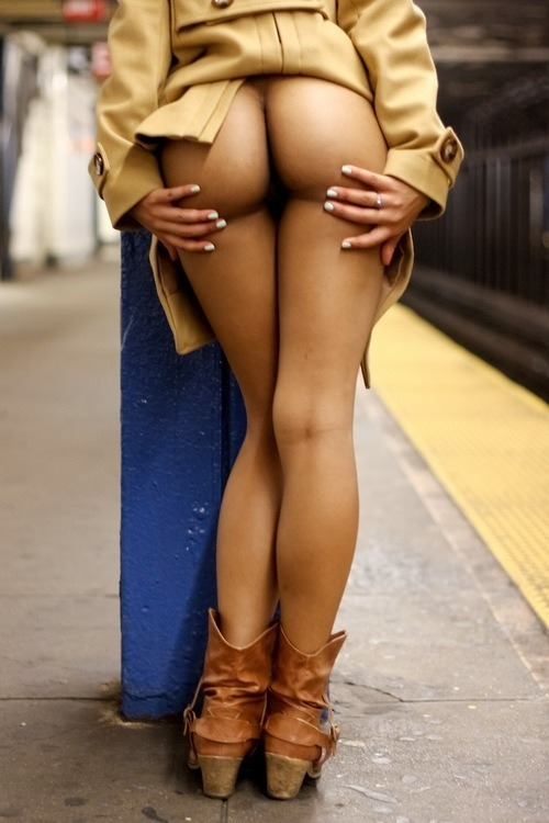 juicycurvyculonas:  Train station flash  Thanks to all my followers new and old!!! Go check out my other blogs!!!!