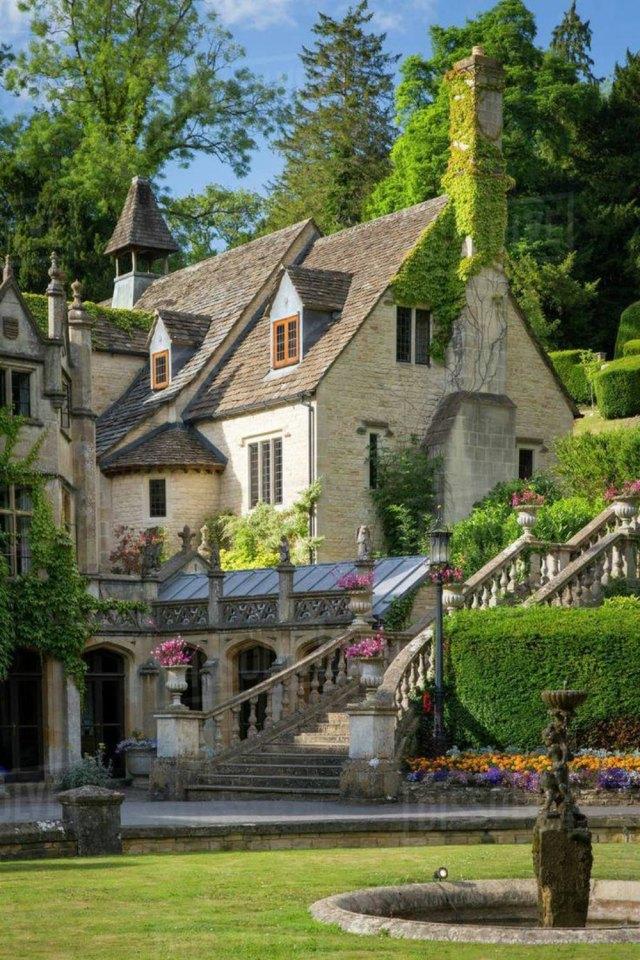 Manor House, Castle Combe, Wiltshire, United Kingdom #art#design#architecture#manor#manorhouse#england#castle combe#wiltshire#luxury houses#luxury homes#luxurylifestyle#style#history#gardens