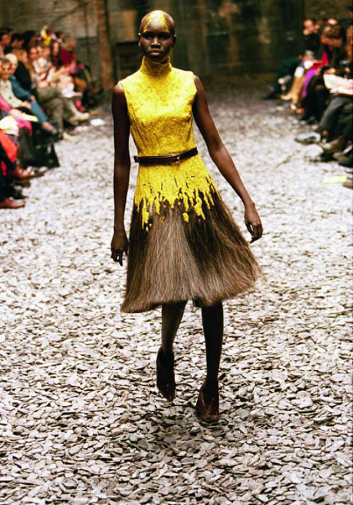 commedesrei:  hautekills:  Alek Wek at Alexander McQueen f/w 2000  she is the cutest omg