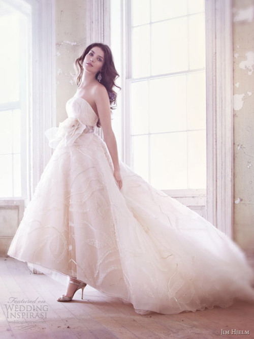 (via Jim Hjelm Spring 2013 Wedding Dresses | Wedding Inspirasi)