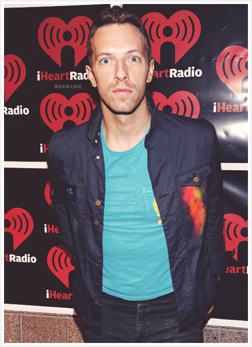 buckin-love:  → 3/50 pictures of Chris Martin