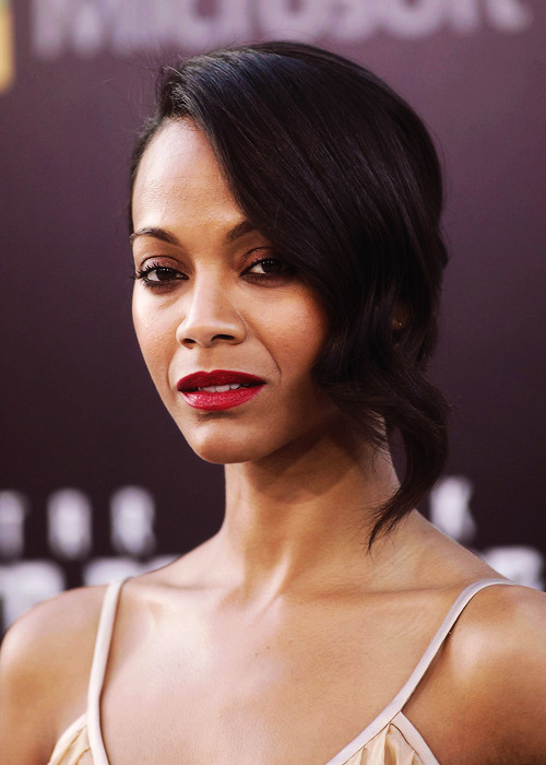 conversationallushh:     Zoe Saldana at the 'Star Trek Into Darkness' premiere in Los Angeles    LOVE her.
