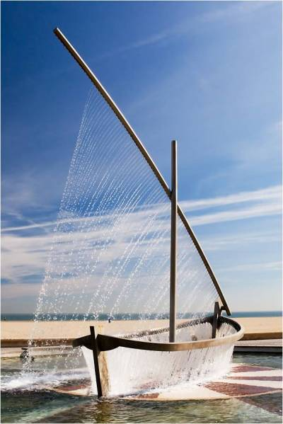 laughingsquid:  Fountain in Spain Uses Water to Mimic Form of Traditional Sailboat