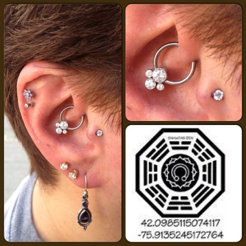 Fresh daith and tragus piercings, anatometal cluster gem and NeoMetal jewelry.  #daithpiercing #traguspiercing #cartilagepiercing #earpiercing #piercing #bodypiercing #appmember #associationofprofessionalpiercers #safepiercing #anatometal #neocult #neometal #itspronounceddoth #lost #dharmainitiative (at The Shaman's Den Body Arts)