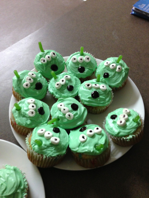 citizenofhollywood:  My girlfriend made me these for my birthday. Jeez, I love her  One time I actually made disney cupcakes for my boyfriend's birthday. Here they are. :)