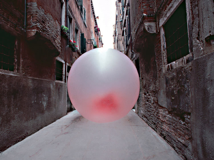 imaginates:  Chewing Gum In Venice by Simone Decker