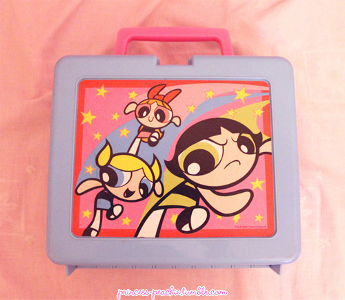 Mum found my old Powerpuff Girls lunchbox! QuQ <3It's still in such prisitine condition! I have a bit of an obsession with retro plastic lunhboxes hehe so this made me happy.