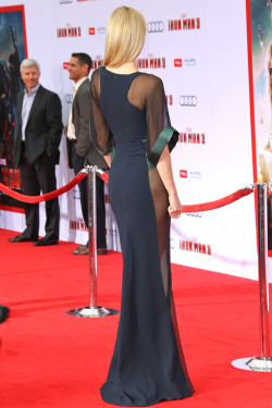 (via IN or OUT: Gwyneth Paltrow in Antonio Berardi | Tom & Lorenzo) People agree the dress was working until the side-angle reveal: NEEDLE SCRATCH