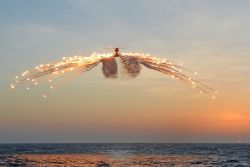 itstactical:  Merlin helicopter sending off over 100 flares. via the UK Ministry of Defence