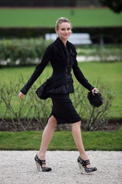 Diane Kruger in Christian Dior HC F/W 2007 leaves the Christian Dior Haute Couture S/S 2008 show