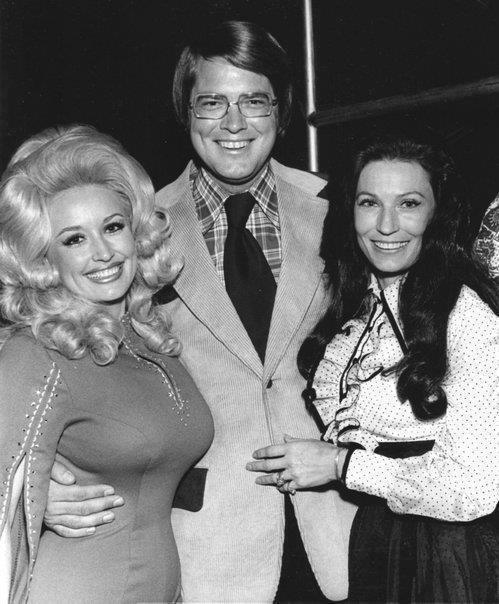 Country queens Dolly Parton and Loretta Lynn with tv personality Huell Howser.