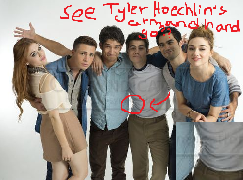 "colethewolf:  eclipselotus:  It is hard to see Tyler's hand on Dylan's waist, but you can see his arm wrapping around Dylan's!  That was the same day they shot the ""We're on a ship, pun intended."" video. Seriously. There was SO MUCH Hobrien that day. The boat video of them cuddling This photoshoot They held hands The interview where Dylan tickled Hoechlin's thigh Just EVERYTHING WAS HOBRIEN THAT DAY. All the moments:"