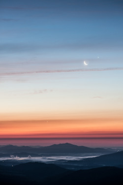senerii:  Sunrise with Jupiter, Venus, and the Moon (By jon_beard)