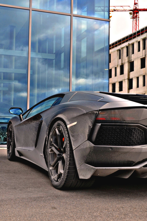 themanliness:  Dirty Aventador | Source | More