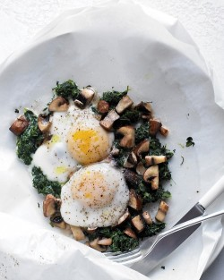 notanotherhealthyfoodblog:  Eggs with Mushrooms and Spinach  click here for recipe