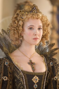suicideblonde:  Juno Temple in The Three Musketeers (2011)